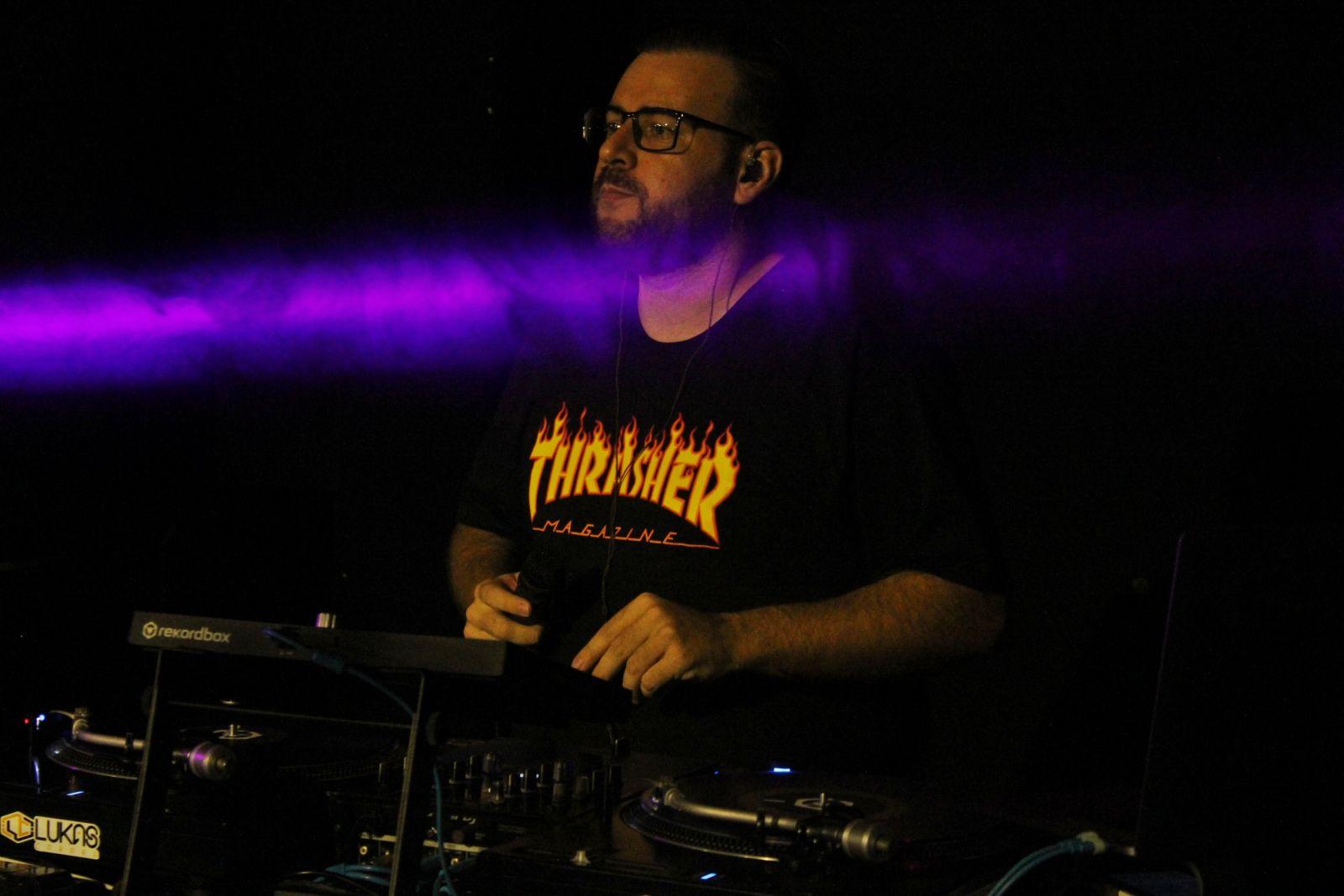 Lukas Carara também é DJ, e tocou nos intervalos dos Shows. Foto: Jean Carlos Nesi