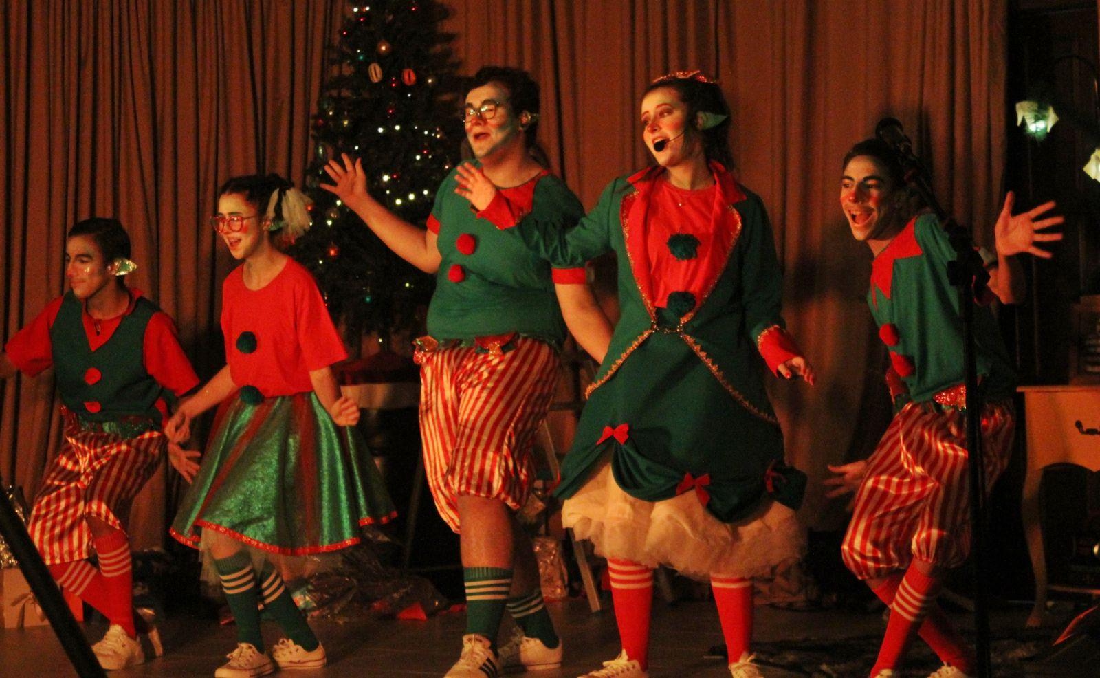 Alunos da escola no Musical Sonho de Natal, apresentado pela Cia. Foto: Ana Paula Nesi