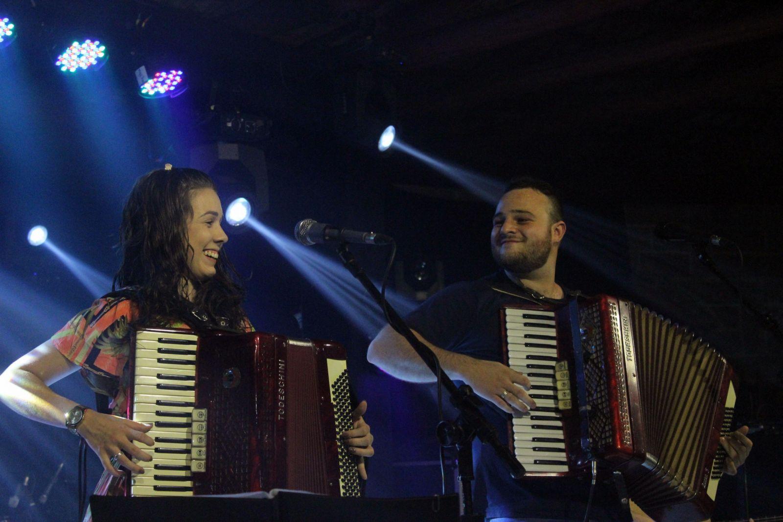 Ana Paula e Hiago mostraram o talento na sanfona. Foto: Jean Carlos Nesi