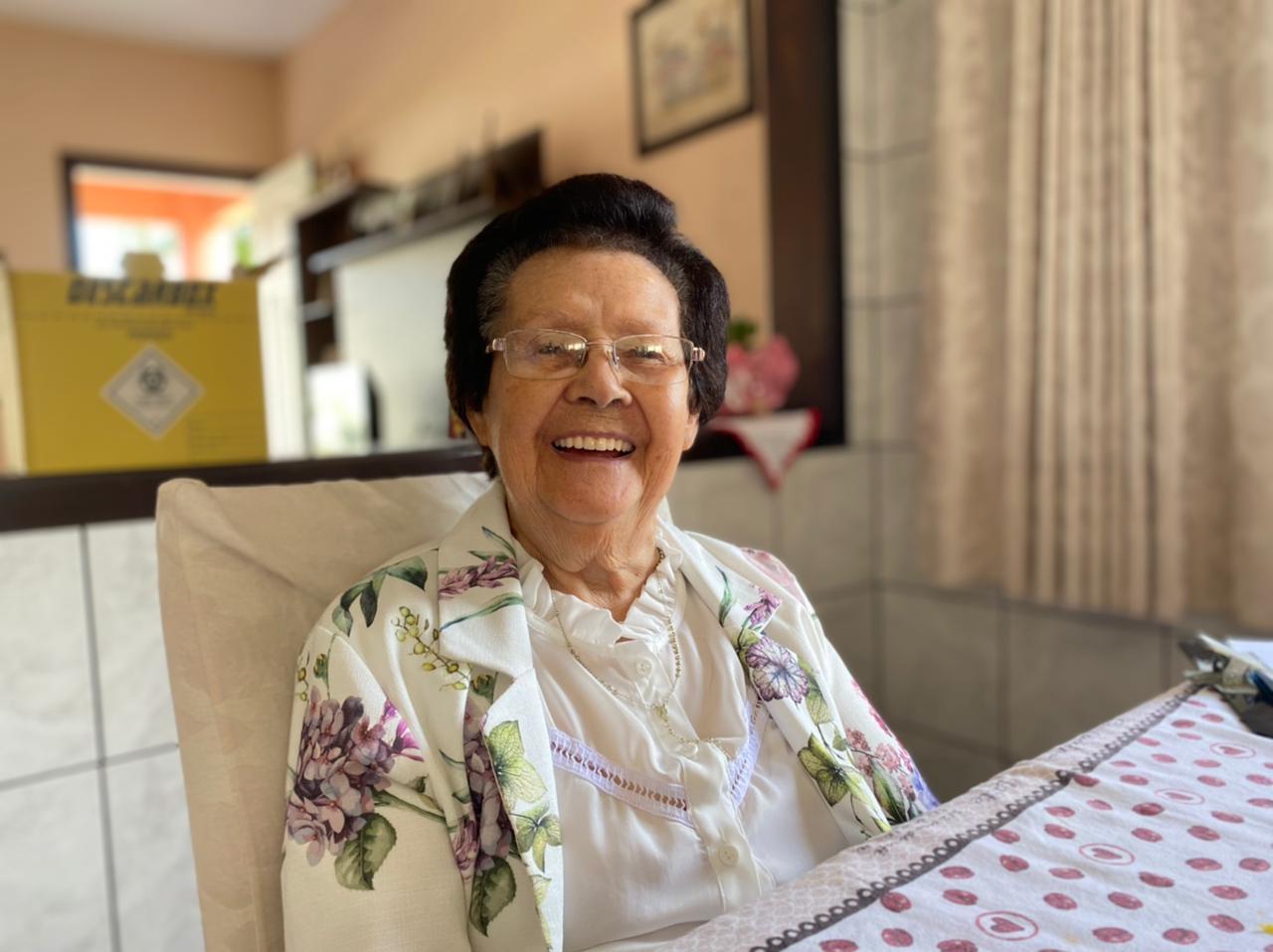 Primeira idosa imunizada em Cocal do Sul.