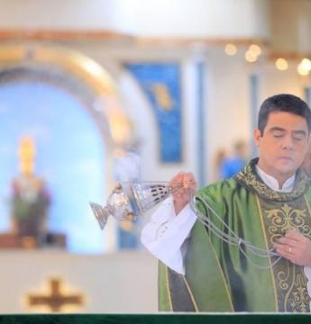 Padre suspeito de desvios em igreja é afastado das funções