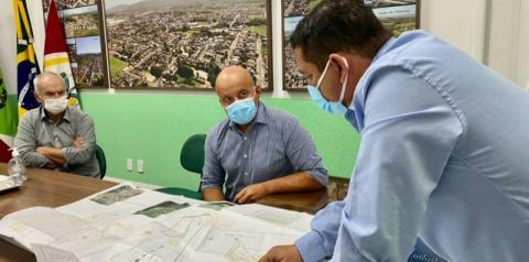 Prefeito de Cocal do Sul entrega a chave da prefeitura a Edson Gaidzinski