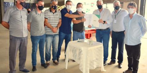 Máquinas agrícolas são entregues aos municípios da AMREC