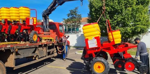 Consórcio da AMREC recebe mais duas semeadoras