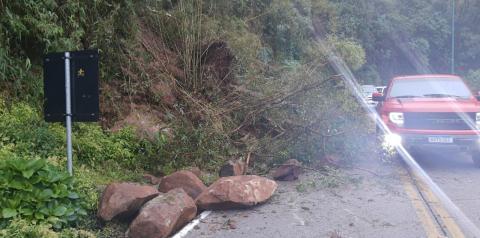 Serra do Rio do Rastro registra queda de barreira na tarde deste domingo