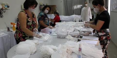 Kits para confecção de máscaras são entregues pela Afasc