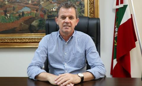 Prefeito de Nova Veneza anuncia redução de 30% de seu salário e do vice