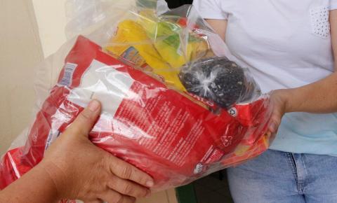Familiares de alunos da Rede Municipal recebem kit emergencial