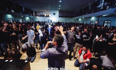 HOJE! Conferência Influência Online: louvor, oração e adoração a Deus
