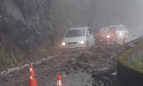Queda de barreira é registrada na Serra do Rio do Rastro