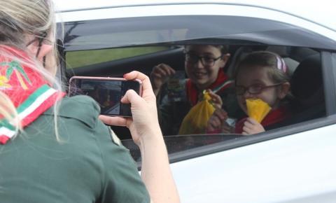 DRIVE-THRU DA ALEGRIA: Grupo Escoteiro Cocal realiza evento em comemoração ao dia das crianças