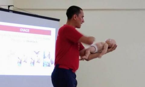 Profissionais da educação recebem treinamento de combate a incêndio
