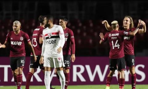 São Paulo quase faz história, mas decepciona no final e é eliminado da Copa Sul-Americana