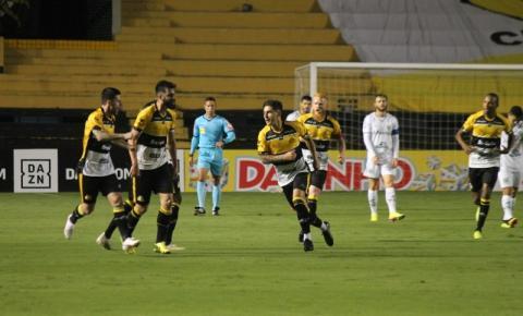Em jogo de oito gols, Criciúma empata e se distancia ainda mais da classificação