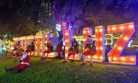 Banda Papai Noel e Seus Duendes alegra o Centro de Cocal do Sul