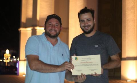 Moção de Aplauso é concedida a Jônatas João Correa, professor e fundador de Escola de Teatro em Cocal do Sul