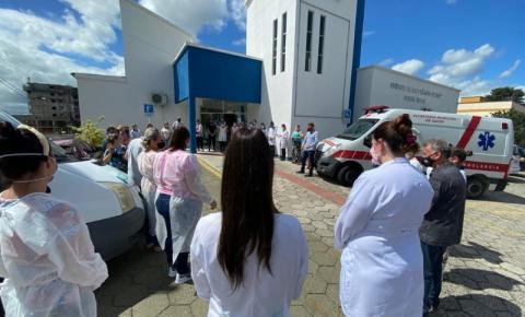 Covid-19: profissionais da saúde se unem em oração durante pandemia