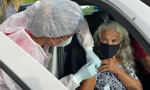 Covid-19: idosos de 64 e 65 anos serão vacinados neste sábado