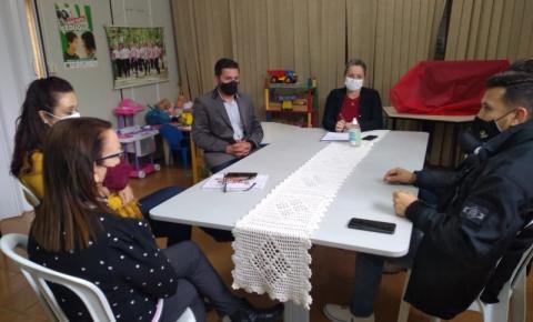 Agosto lilás: técnicos do CREAS se reúnem com Polícia Civil