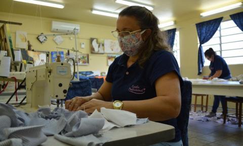 Escola profissional confecciona 200 máscaras e 200 jalecos