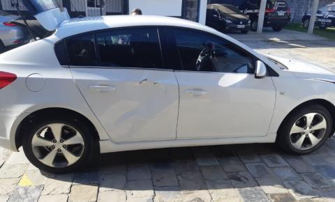 PRF prende mulher em carro roubado e clonado em Navegantes